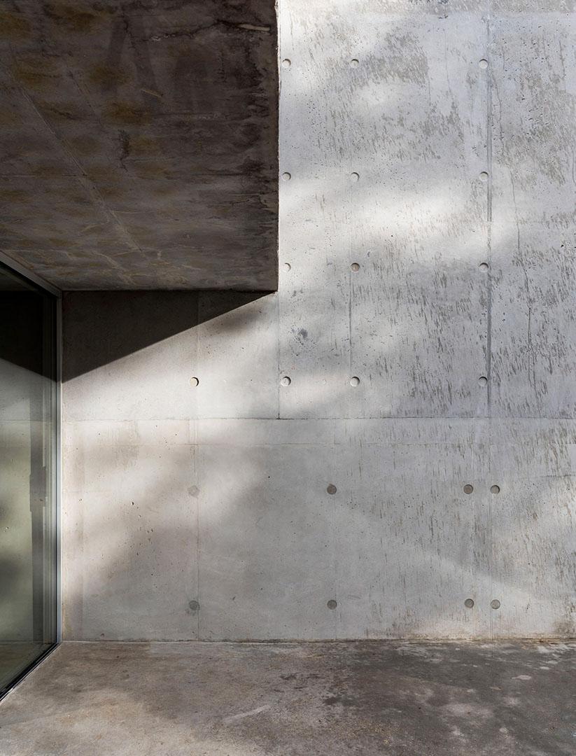 concrete-house-raw-architecture-workshop-tarry-perry_dezeen_3