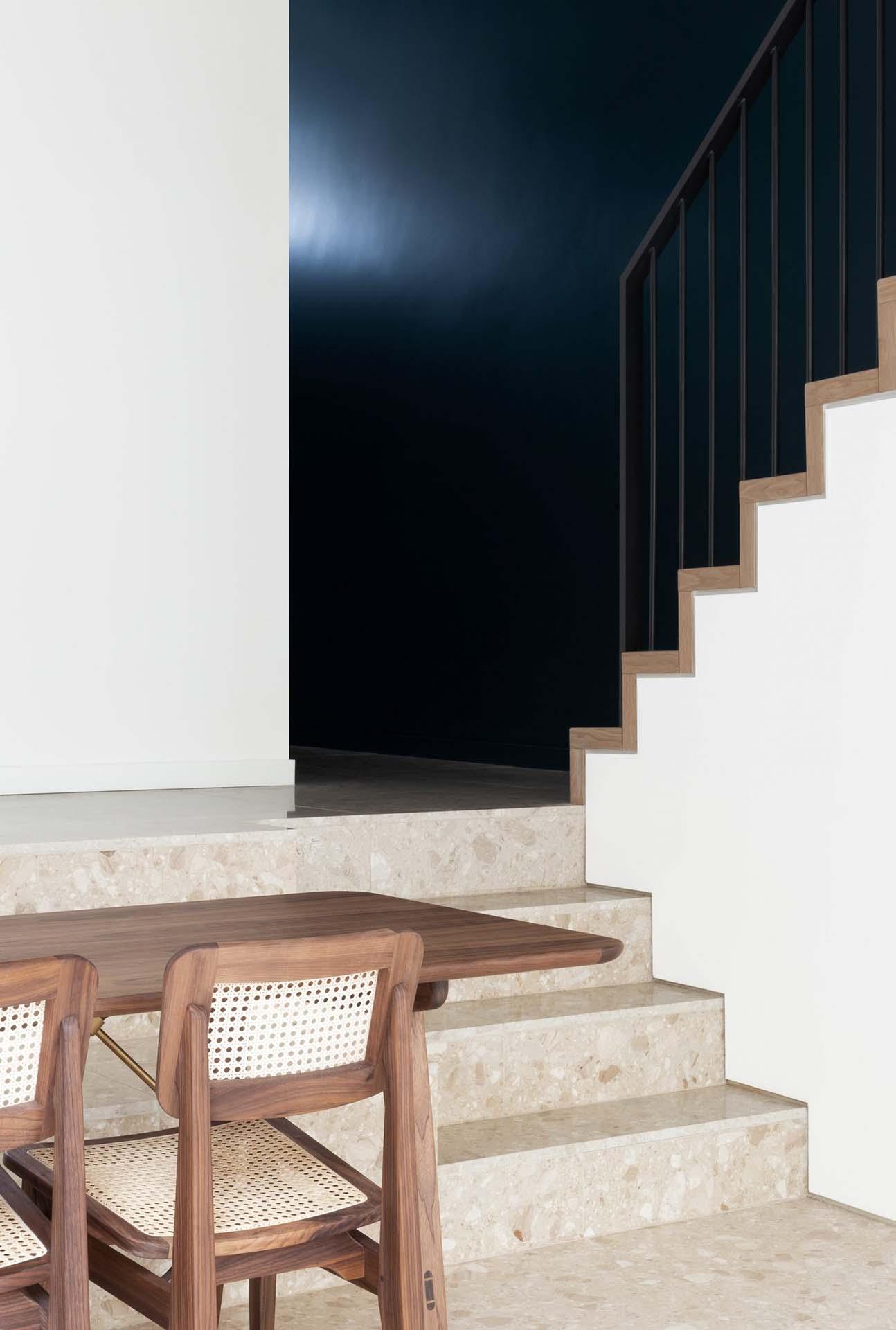 frame-house-bureau-de-change-architects_dezeen_4