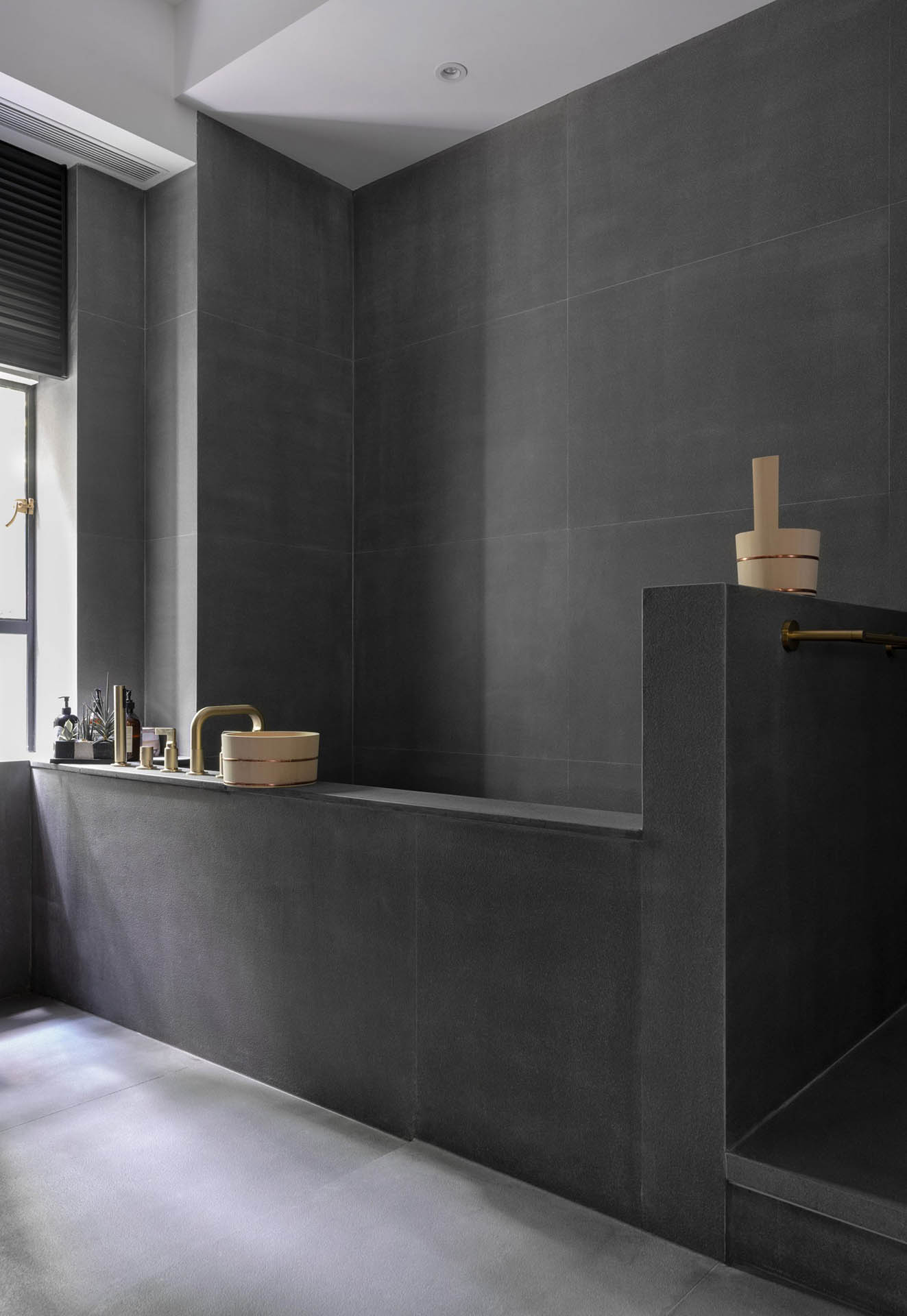 grosvenor-residence-lim-and-lu-interior_dezeen_4