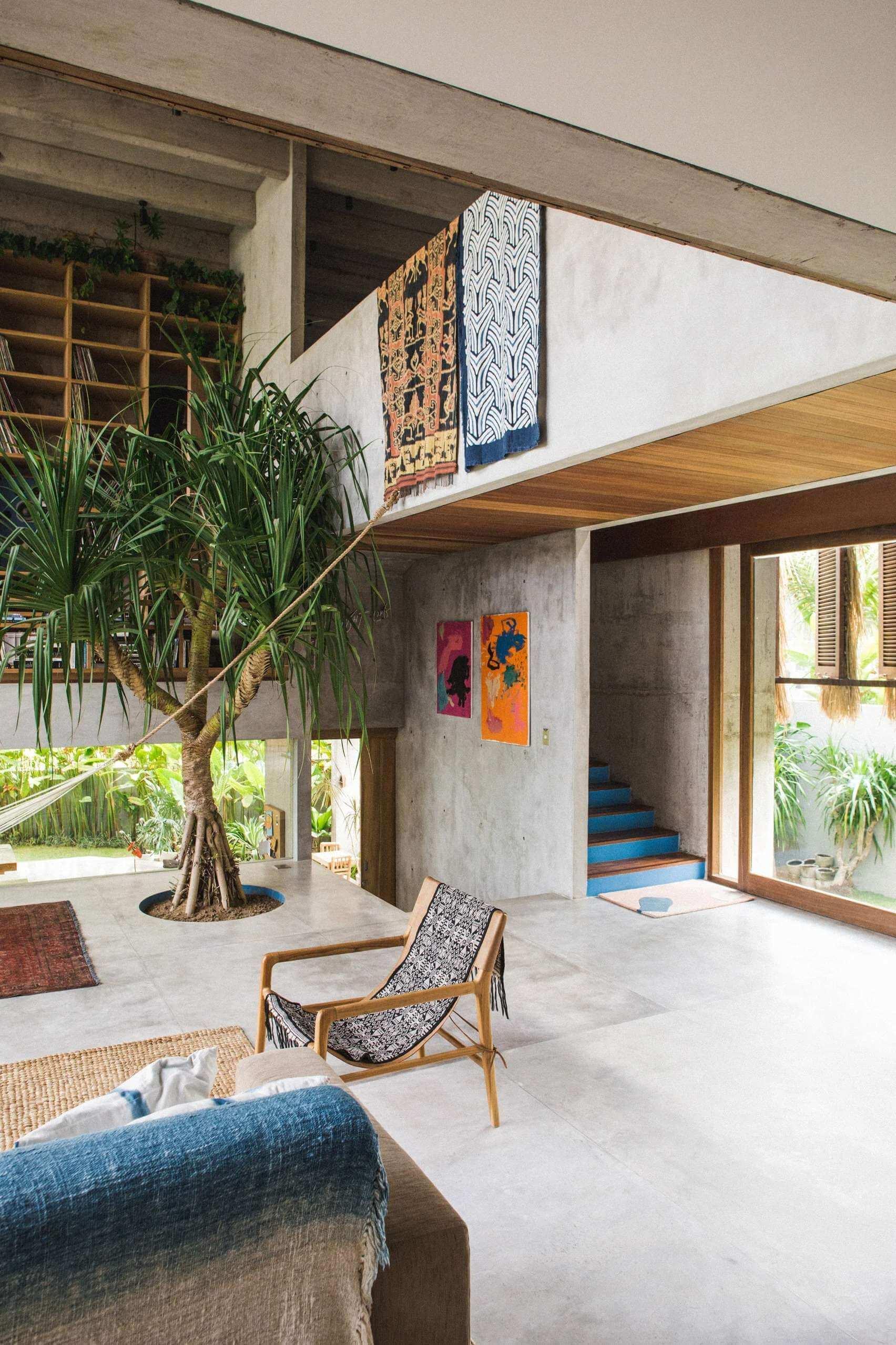 a-brutalist-tropical-home-in-bali-patisandhika-daniel-mitchell-indonesia-concrete-house-architecture_dezeen_1704_col_33_11zon