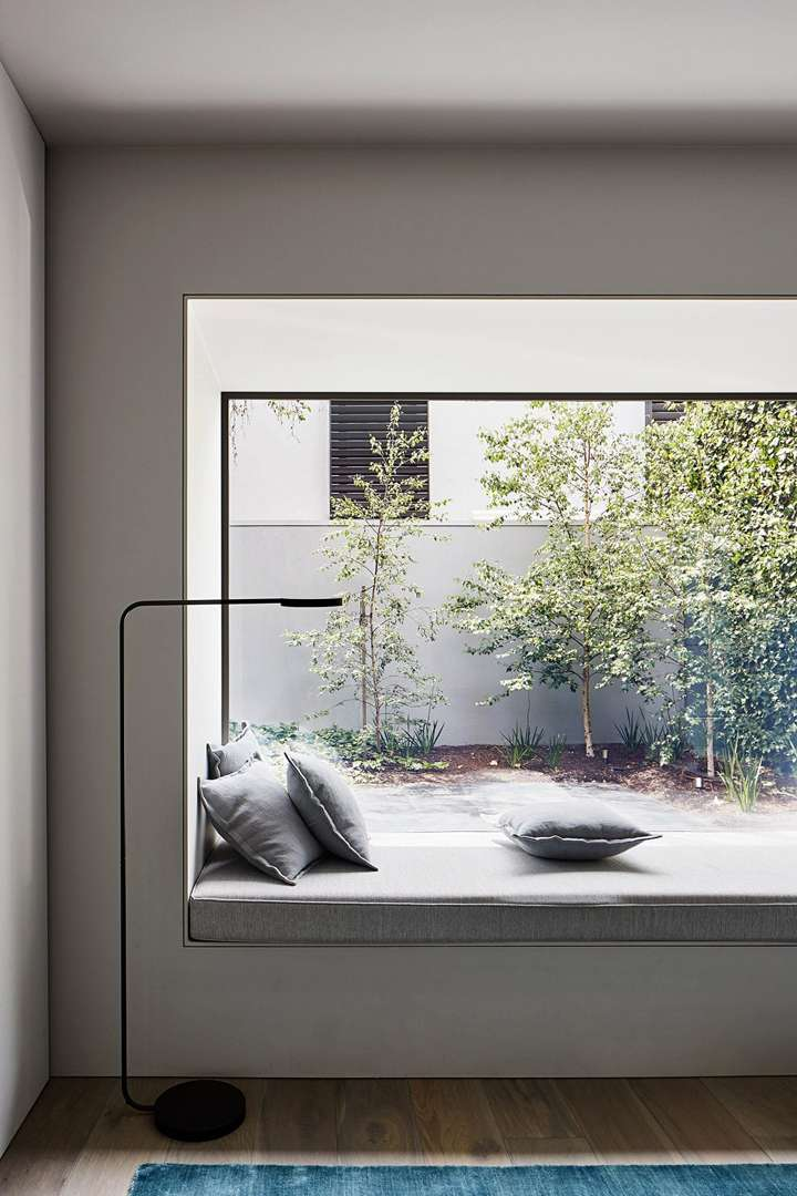 studiofour-cunningham-street-interior_dezeen_2364_col_1-scaled_11zon