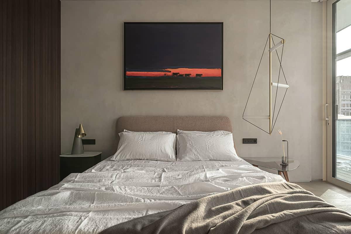 Phòng ngủ master thông thoáng với view cửa sổ lớn