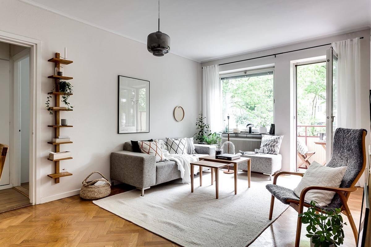 Bộ sofa xám tạo điểm nhấn cho căn phòng
