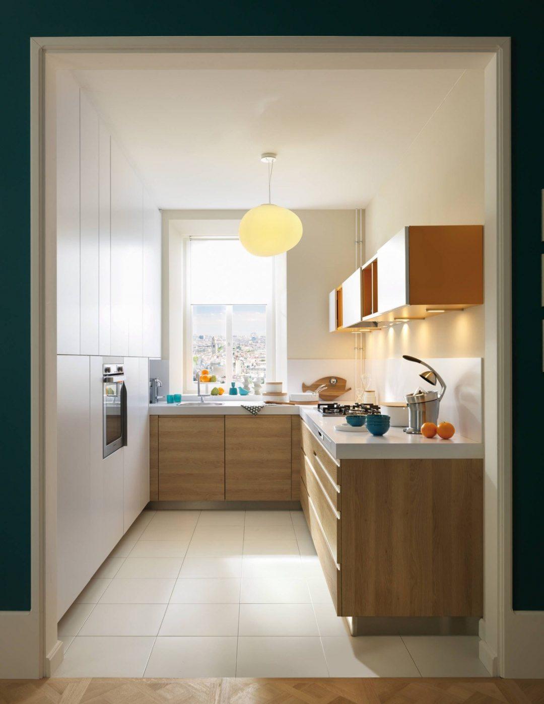 Phòng bếp nhỏ, đẹp, tiện nghi với thiết kế tủ bếp đụng trần tối ưu diện tích